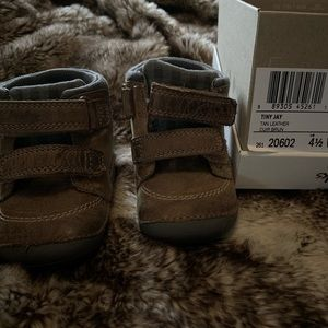 Clarks - Baby's first shoes. Size 4 1/2. Soft sole
